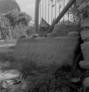 Pierre faîtière d'un puits, collectage de la mission Basse-Bretagne de 1939  