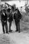 trois danseurs dont à gauche Forion Pavec ; 16 juillet à 16h30 ; Surzur ; cour du presbytère ; [photo originale 19]