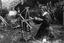 Mlle Marie-Perrine Guichon dévidant sa laine ; 18 juillet à 18h20 ; Surzur ; Lamblat ; [photo originale 85]