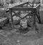 bénitier contenant un bol ; 23 juillet à 8h30 ; Surzur ; cimetière ; [photo originale 60]