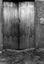 porte de l'étable (remarquer le raccord des planches en dents de scie) ; 23 juillet à 17h20 ; Theix ; Le Moustoir ; [photo originale 121]