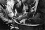 2e mouvement ; cette opération s'appelle 'tirer les chèvres', et elle est aussi pratiquée la nuit de la Saint Jean pour rassembler les gens ; 25 juillet à 14h ; Surzur ; pré de Mme Jégo ; [photo originale 58]