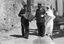 noce de Thérèse Jégo ; le marié, rentré en possession de sa femme, va attaquer la première ridée, le sonneur en tête ; 25 juillet à 11h30 ; Surzur ; devant la chapelle de la Vierge ; [photo originale 45]