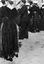 noce de Thérèse Jégo ; danse par couples ; 25 juillet à 12h ; Surzur ; dans une rue du bourg ; [photo originale 49]