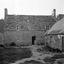 maison ancienne au toit 'raccordé' ; 03 août à 19h ; Saint-Jean-Trolimon ; [photo originale 214]