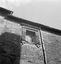 détail d'une fenêtre rue de la Tour d'Auvergne ; 13 août à 14h30 ; Carhaix ; [photo originale 316]