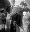 fillette en costume de Guéméné-sur-Scorff ; 15 août à 15h ; Guern ; Notre-Dame de Quelven ; [photo originale 331]