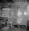 l'armoire et le vaisselier ; 18 août à 14h30 ; Gouézec ; [photo originale 366]