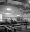 la MBB au travail dans la salle de bal servant aussi d'abattoir ; 24 août à 15h ; Le Cloître-Pleyben ; [photo originale 413]