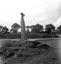 ancien menhir transformé en calvaire, à 5 Km de La Feuillée, sur la route de Châteauneuf-du-Faou ; 25 août à 18h ; La Feuillée ; [photo originale 437]